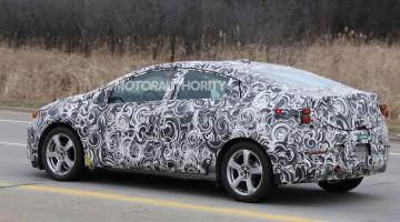 Spyshot of 2016 Chevrolet Volt. Copyright: Motorauthority.com